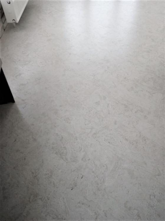 фотография в интерьере клеевой пробковый пол